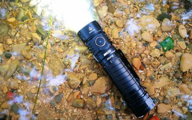 ROFIS MR30强光户外手电体验,集泛光和远射于一体