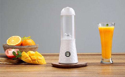 带上这个随身搅拌机,到哪都能喝到鲜榨果汁