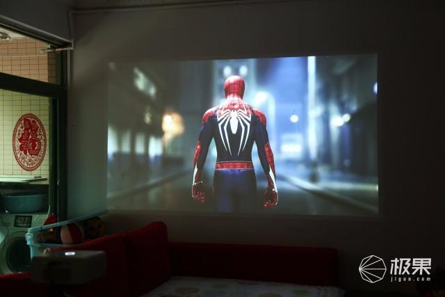 百寸巨幕赛影院,追剧游戏更是爽,坚果C7投影仪评测