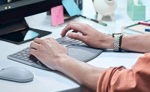 微软新款人体工学键盘,意大利织物掌托久敲不酸