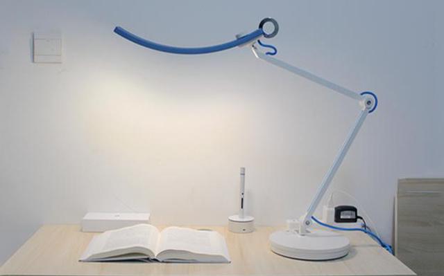 冷暖色温自由调节,无频闪减缓视觉疲劳 —— 明基WiT护眼台灯体验