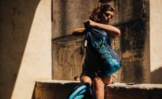 迪卡侬防水压缩背包:材质轻盈便携还防水,压缩式设计户外首选