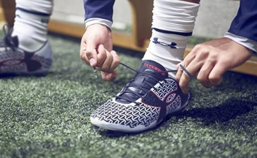 安德玛Speed Force III足球鞋:紧致舒适,支撑有力脚感好