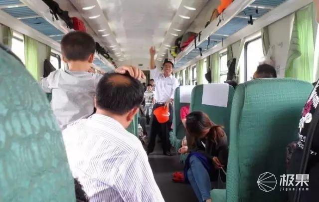 春运列车推销员都是戏精!为看他们花式吹牛B,劳资今年笑过站了….