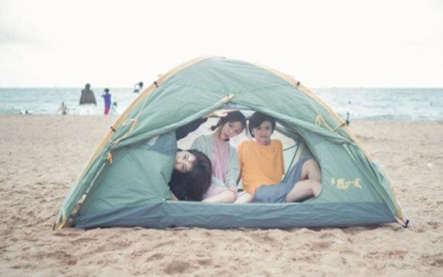 带上妹子去海边野营看日出,黑鹿鹿小友双人帐篷体验