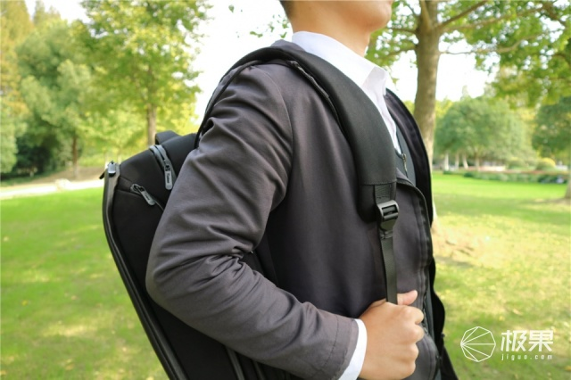 Elecom宜丽客背包:人体工学设计,我的游戏本可以带出门了