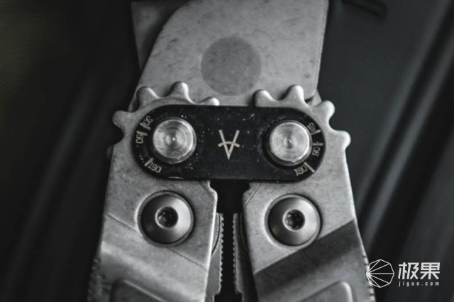 随身携带可以揣兜里的工具箱,SOGPA2001-CP多功能工具钳测评