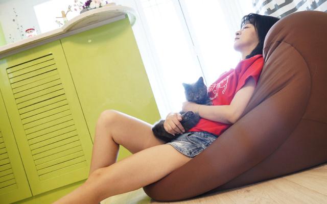 猫咪都无法抗拒的懒人沙发,比葛优躺舒服多了 | 视频