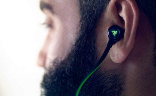 入耳式也有信仰之灯?雷蛇新款游戏耳机骚爆了