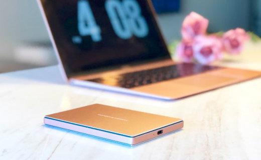 极简设计——与玫瑰金MacBook绝配的LaCie移动硬盘