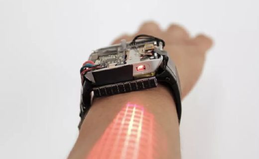 一款能投影的手表:将把你的手臂变成智能手机