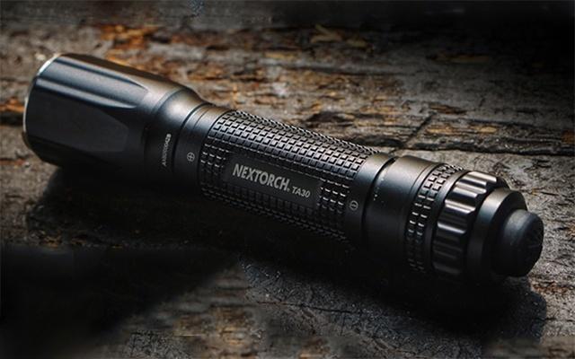 纳丽德TA30强光远射战术手电