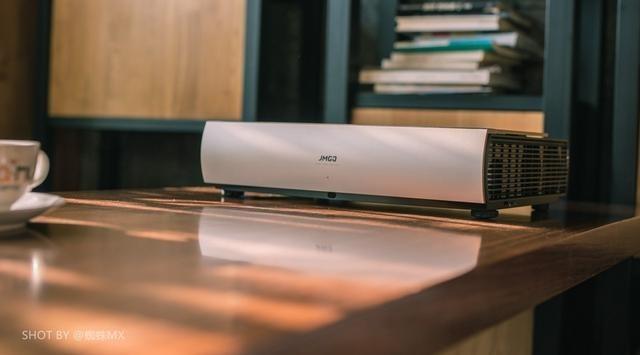 坚果SA激光电视测评:4K超清画质,这才是客厅家电的未来