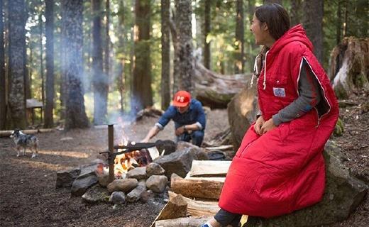 能当夹克的户外睡袋,让你睡得温暖还活动自如