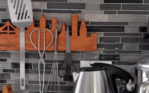 厨房收纳神器,刀子勺子都吸在墙上