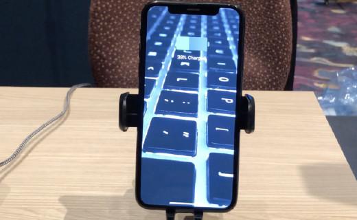 Iottie 发布一款类似机械臂的汽车手机支架,可无线充电