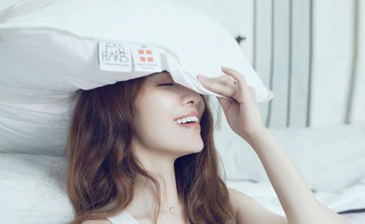 Fossflakes护颈枕:全贴合肩颈,给你360°无死角睡眠