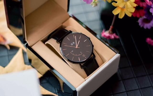 画像·阿波罗智能手表:一面时尚一面商务,万元级材质评测