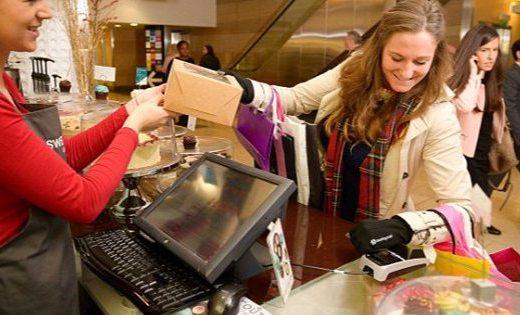 VISA推出NFC支付手套,冬天付款不再冻手
