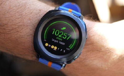 三星推出全新运动腕表,显示更绚丽还能监测心率