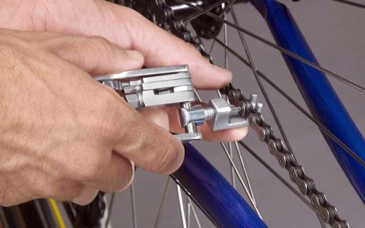 瑞士科技迷你工具钳:自带19种功能,钥匙扣大小方便携带