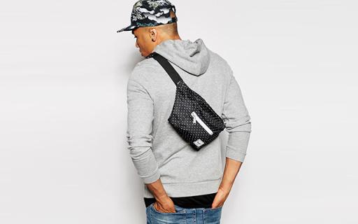 Herschel Supply腰包:精巧黑色男女通用,搭扣设计牢固方便