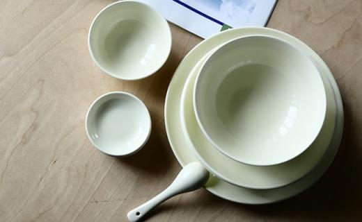 用水一冲就干净,以后刷碗就是这么简单