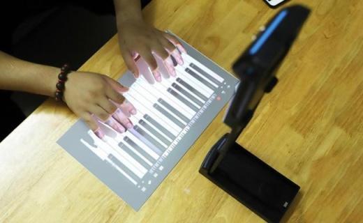 折叠放口袋,投影能触控,云趣X随身触控投影仪体验