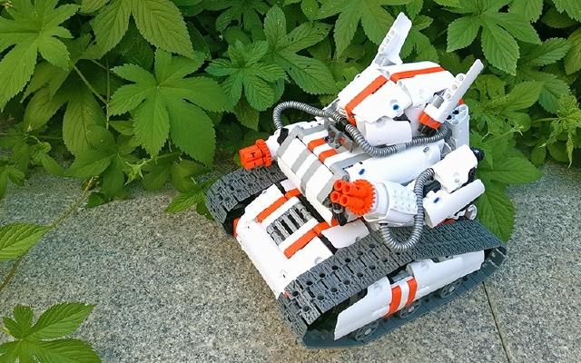 进击的兔子!履带机甲积木机器人拼装体验 | 视频