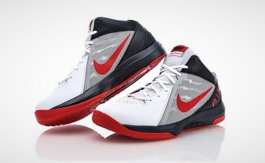 耐克篮球鞋:网布鞋面高帮设计,舒适透气保护脚踝不受伤