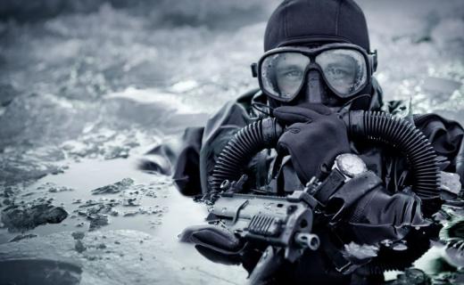 海豹突击队最爱的执勤利器,25年自动发光下海都不怕