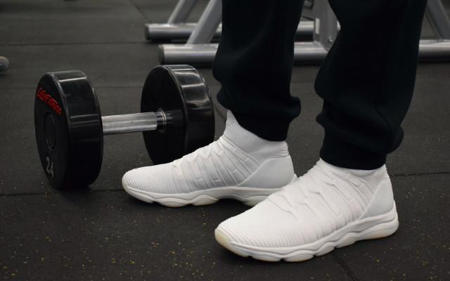 骚亮颜色,超强缓震,训练护脚利器 — 李宁無界高帮缓震训练鞋评测