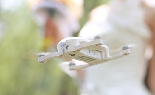 零度智控DOBBY口袋无人机:春晚同款,双卫星导航支持4K拍摄