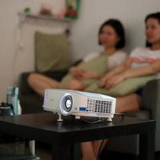 圆儿时一个梦想,给家人多些陪伴,明基i705家用投影仪