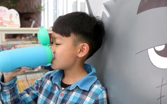 能玩游戏的智能水杯,不提醒孩子就主动喝水 — 美国Gululu儿童智能水杯体验 | 视频