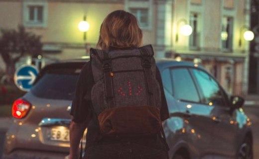 自带转向灯的户外背包,让出行更安全!