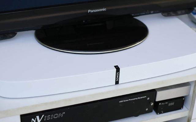 颜值高音效强,这小音箱让在家看片身临其境 | 视频
