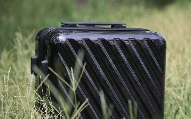 简单、轻便的拉杆箱,多层复合的抗压结构抗压防摔