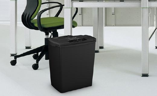 亚马逊倍思碎纸机:办公室必备,CD卡片都能碎
