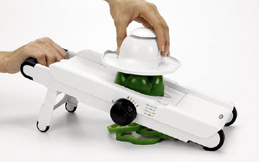 OXO 多功能切丝切片器:多刀头薄厚可选,食材护罩不伤手