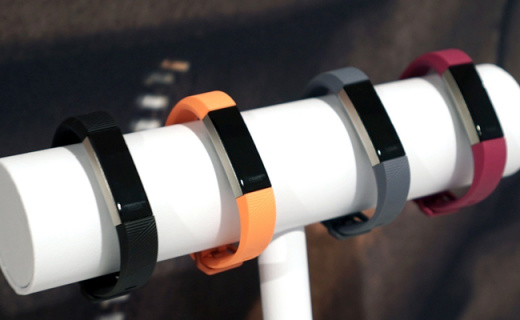 Fitbit新款运动手环,延续高颜值还能测心率