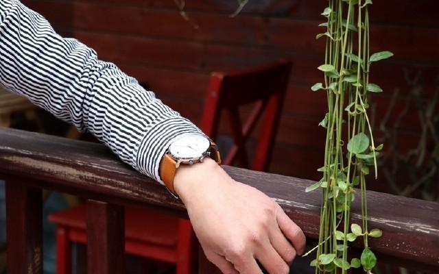 我与时尚只差一块表,画像·阿波罗智能手表佩戴