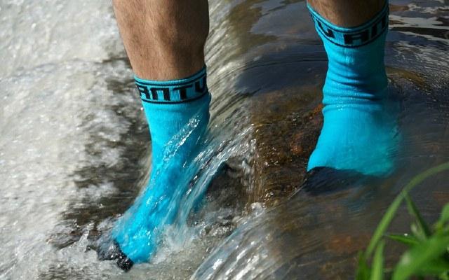 防水透气抑菌防臭,这袜子穿上就不想脱下来 | 视频