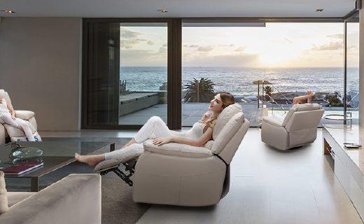 芝华仕单人沙发:头层牛皮透气柔软,无线续航安全舒适