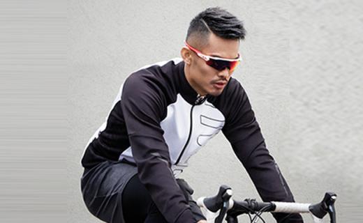 Oakley运动太阳镜:大镜圈修饰脸型,时尚运动相结合