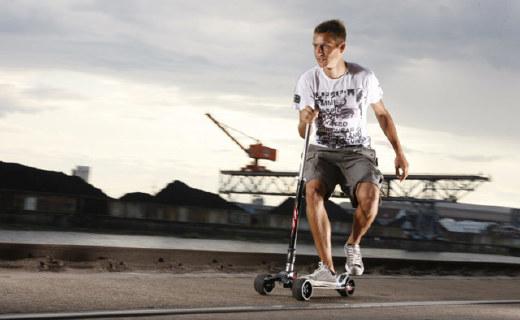 征服大把明星的滑板车,车把竟然是个球!