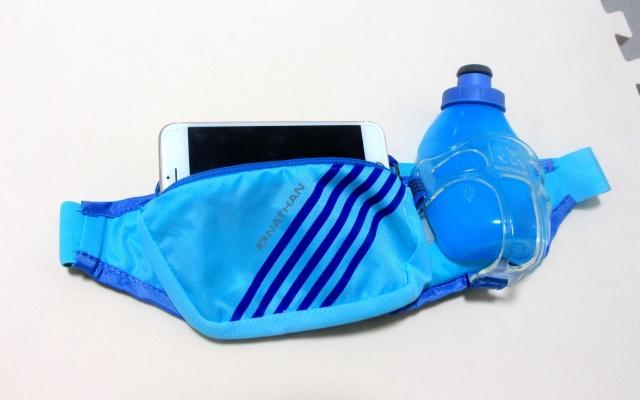 带水壶奇葩腰包,让我户外野跑也能饮水无忧 | 视频