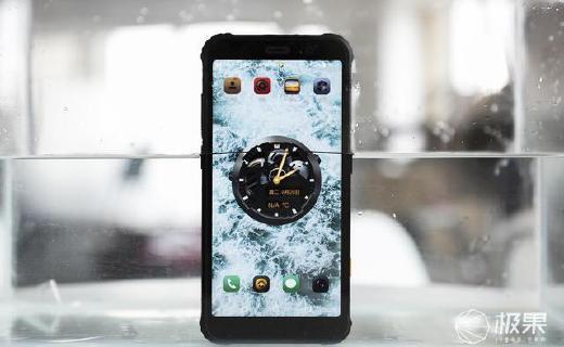 """三防手机AGM X3上手图赏:不再""""傻大黑粗"""",外观硬朗,相对轻薄"""