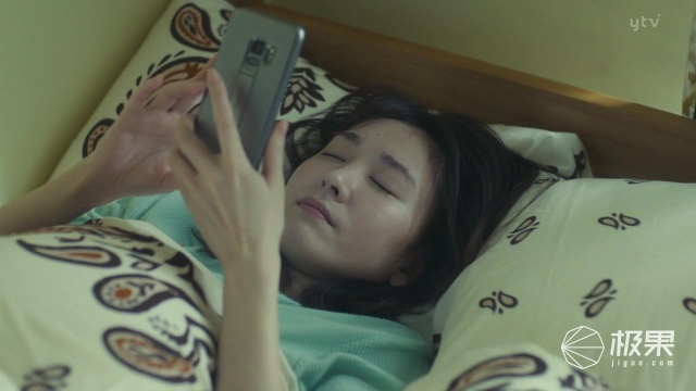 全球最轻!日本推出搭载墨水屏的超薄手机