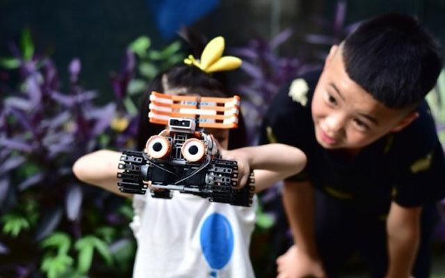 能唱歌跳舞的编程机器人,比变形金刚还牛 | 视频